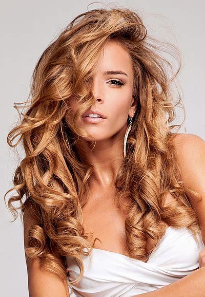 lange lockige haare schoene frisuren fuer lange haare