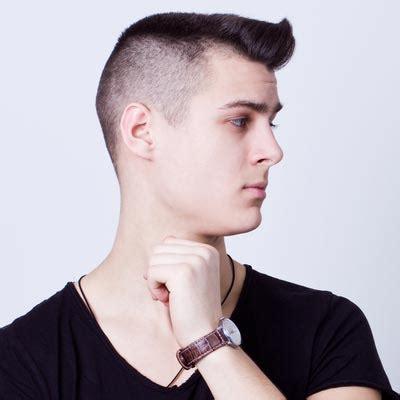 model rambut pendek pria terbaru  sesuai  bentuk wajah harian fashion