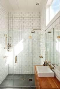 dwell bathroom ideas salle de bain avec à l 39 italienne en carrelage métro