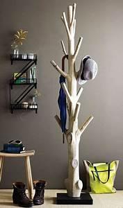Baumstamm Als Garderobe : die besten 25 garderobe baum ideen auf pinterest garderobenbaum nat rliche wohnzimmerm bel ~ Frokenaadalensverden.com Haus und Dekorationen