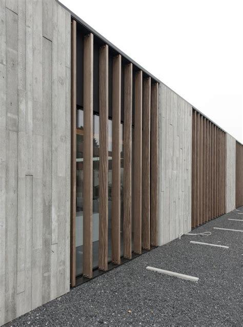 Beton Holz Fassade by Office Solvas Graux Baeyens Architecten Facades