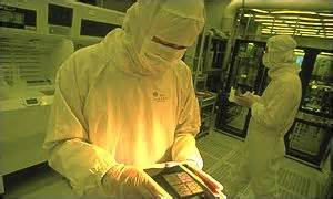 BBC News | BUSINESS | World's largest chip maker upbeat