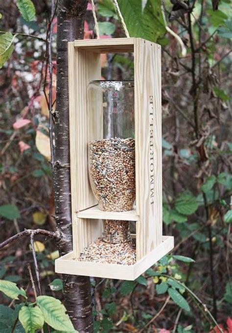 fabriquer une le avec une bouteille les 25 meilleures id 233 es concernant mangeoire pour oiseaux sur cabane a insecte