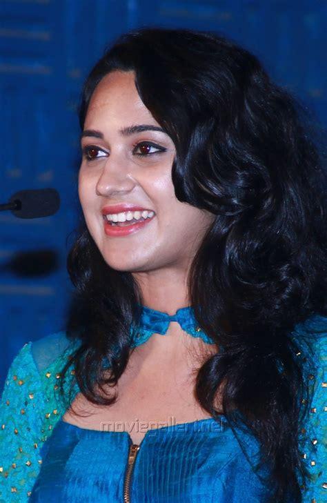 Actress Mia George