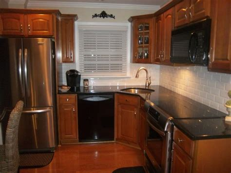 kitchen tile pics chosing a backsplash with black granite counters 3275