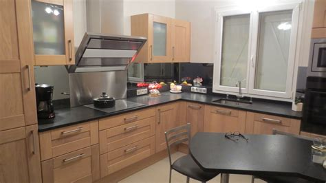 cuisine couloir cuisine noir laque et bois