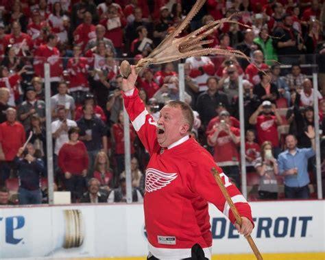 red wings fans threw  octopuses  ice  joe louis