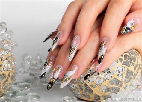 nägel schwarz gold auff 228 llige elegante n 228 gel in schwarz wei 223 gold nageldesign