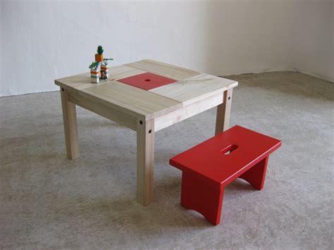 table enfant en bois avec petit banc et rangement chambre d enfant de b 233 b 233 par lartelier