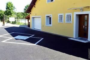 Garage Berger : cour enrob contemporain garage grenoble par berger jardins ~ Gottalentnigeria.com Avis de Voitures