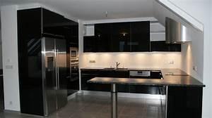 Cuisine cuisine noir et argent chaios cuisine noir for Idee deco cuisine avec cuisine laquée gris clair