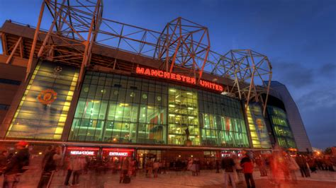 Manchester United hand pro deal to goalkeeper Matej Kovar ...