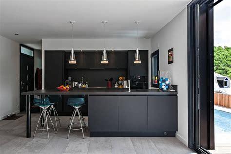 cuisine maison bois maison en bois contemporaine avec piscine en toit terrasse