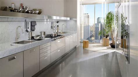 plan de travail cuisine plus un plan de travail en marbre dans la cuisine