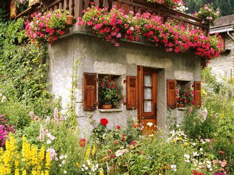 Lovely English Cottage Garden Wallpaper