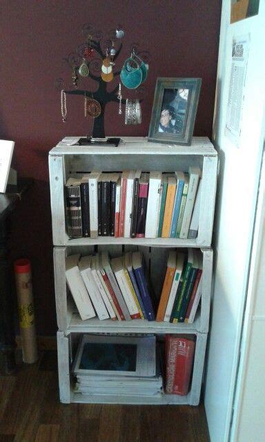libreria con cassette di legno libreria con cassette di legno in