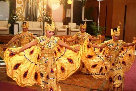 Bagaimana tidak, peran musik dalam kesenian akan selalu menjadi vital, terutama dalam seni tari. Alat Musik Pengiring Tari Merak Jawa Barat - Berbagai Alat