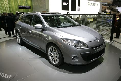 renault megane sport 2011 renault megane sport tourer pricing announced