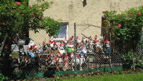 Haus Der Gartenzwerge haus der 40 gartenzwerge itallingua