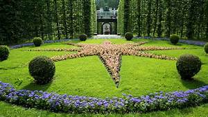 Exploring linderhof palace park the world is a book for Garden star