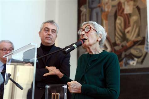 Poltrona A Dondolo Gae Aulenti : Foto Gae Aulenti, La Signora Dell'architettura