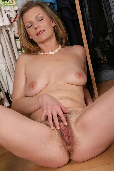 Older Babe Unveiling Nice Mature Tits And Hairy Pussy To