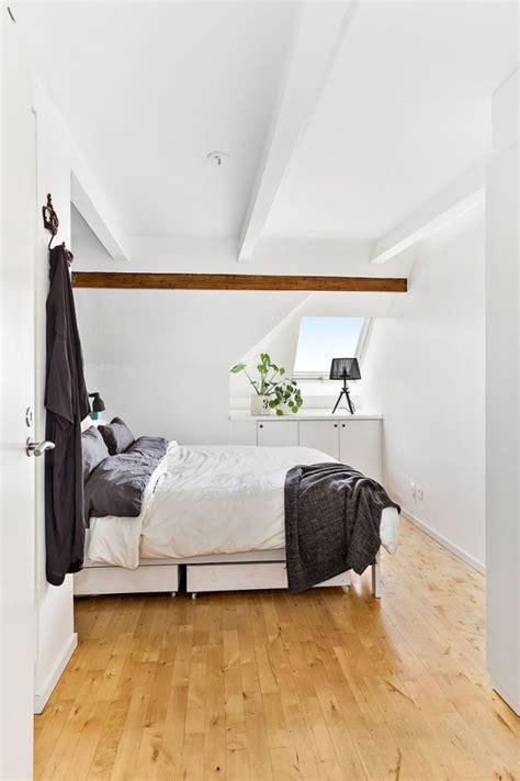 amenagement chambre sous comble appartement sous combles avec poutres apparentes picslovin