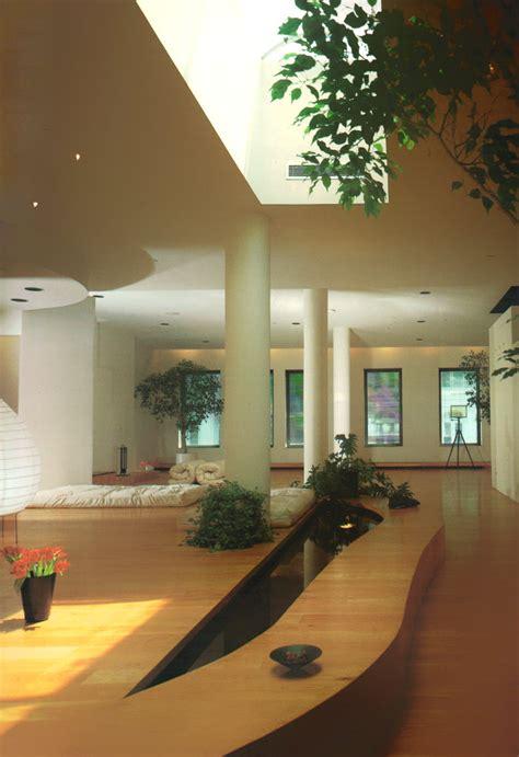 columns   interior design trend mirror