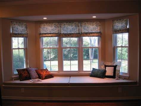 bay window decorations with conservative white wooden