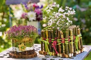 garage dekoration mit blume tischdeko mit blumen blumenkörbchen basteln familie de
