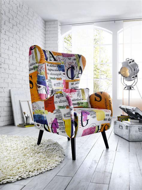 housse pour canapé un fauteuil vintage pour apporter de la couleur dans le