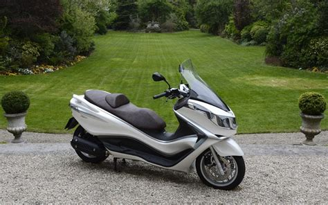 cheap floating piaggio x10 350 2012 on review mcn