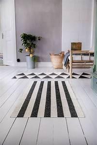 Tapis Noir Et Blanc Scandinave : le tapis scandinave s invite dans l int rieur 26 id es nordiques ~ Teatrodelosmanantiales.com Idées de Décoration