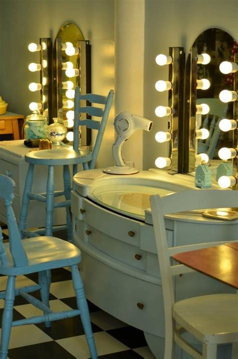 Vintage Salon Decor Ideas 25 Best Ideas About Vintage Hair Salons On
