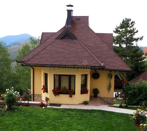 Kleines Landhaus Stockfoto Bild Von Familie, Nave, Klein