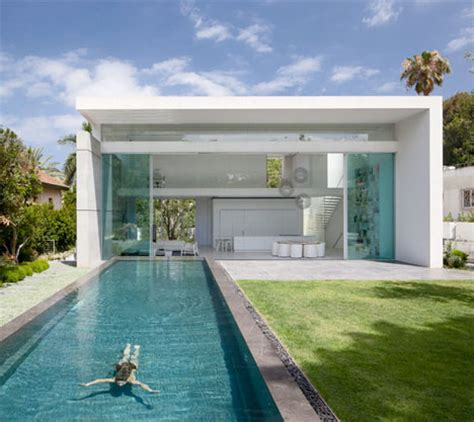 Steel Concrete And Home With Central Courtyard by Courtyards Flood Modern Cube House With Light