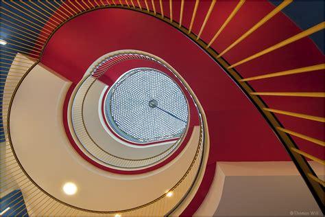 Wendeltreppe Stufenweise Aufwaerts by Aufw 228 Rts Foto Bild Architektur Treppen Und