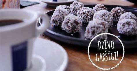 'Dzīvo garšīgi': dateļu trifeles ar kokosriekstu skaidiņām ...