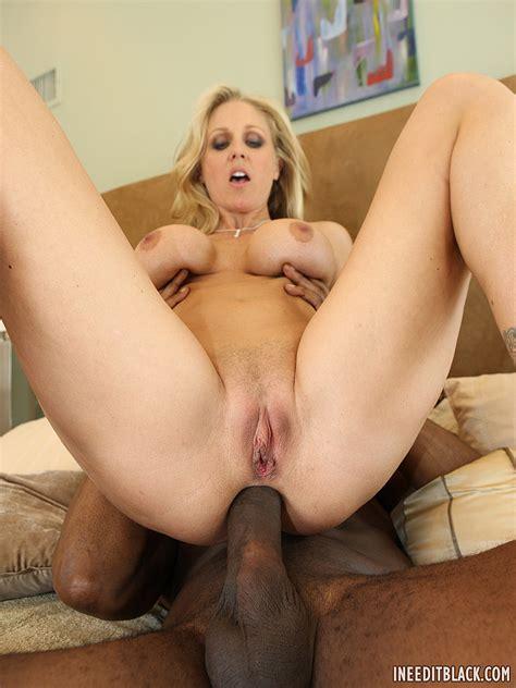 Mature Blonde Milf Julia Ann With Big Tits Enjoying Anal
