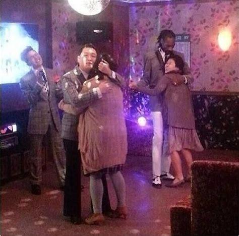 지드래곤 노래방 스눕독 품에 안긴 아줌마 표정이 아주경제
