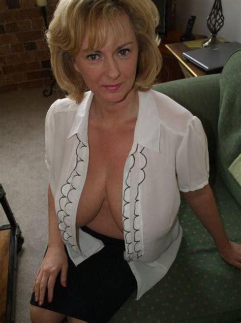 big boobs gekleidet