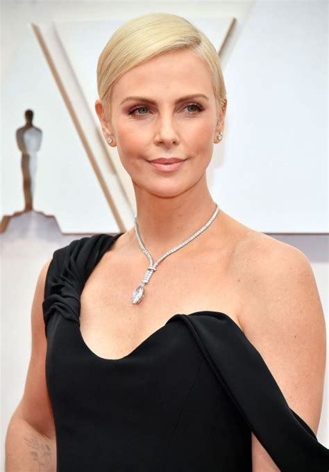 charlize theron oscars  red carpet