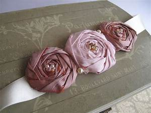 Corsages and Brooches on Pinterest | Fabric Flowers, Felt ...