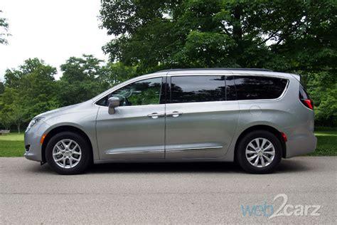 2017 Chrysler Pacifica Touring L Review   Carsquare.com