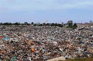Huge landfill pollutes Sam Son Beach | DTiNews - Dan Tri ...