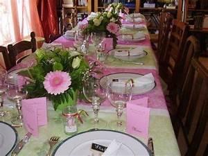 Deco De Table Communion : table de communion fuchsia et vert anis ~ Melissatoandfro.com Idées de Décoration
