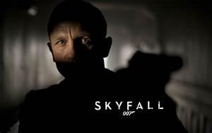 James Bond Skyfall : james bond skyfall 007 gun wallpapers james bond skyfall 007 gun stock photos ~ Medecine-chirurgie-esthetiques.com Avis de Voitures