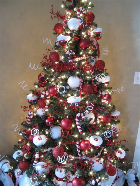 sew many ways how to decorate a tree