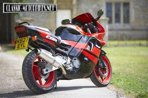 honda cbr 600 f pc25 honda cbr600f road test classic motorbikes
