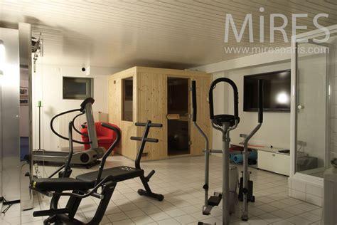salle de fitness au sous sol c1015 mires